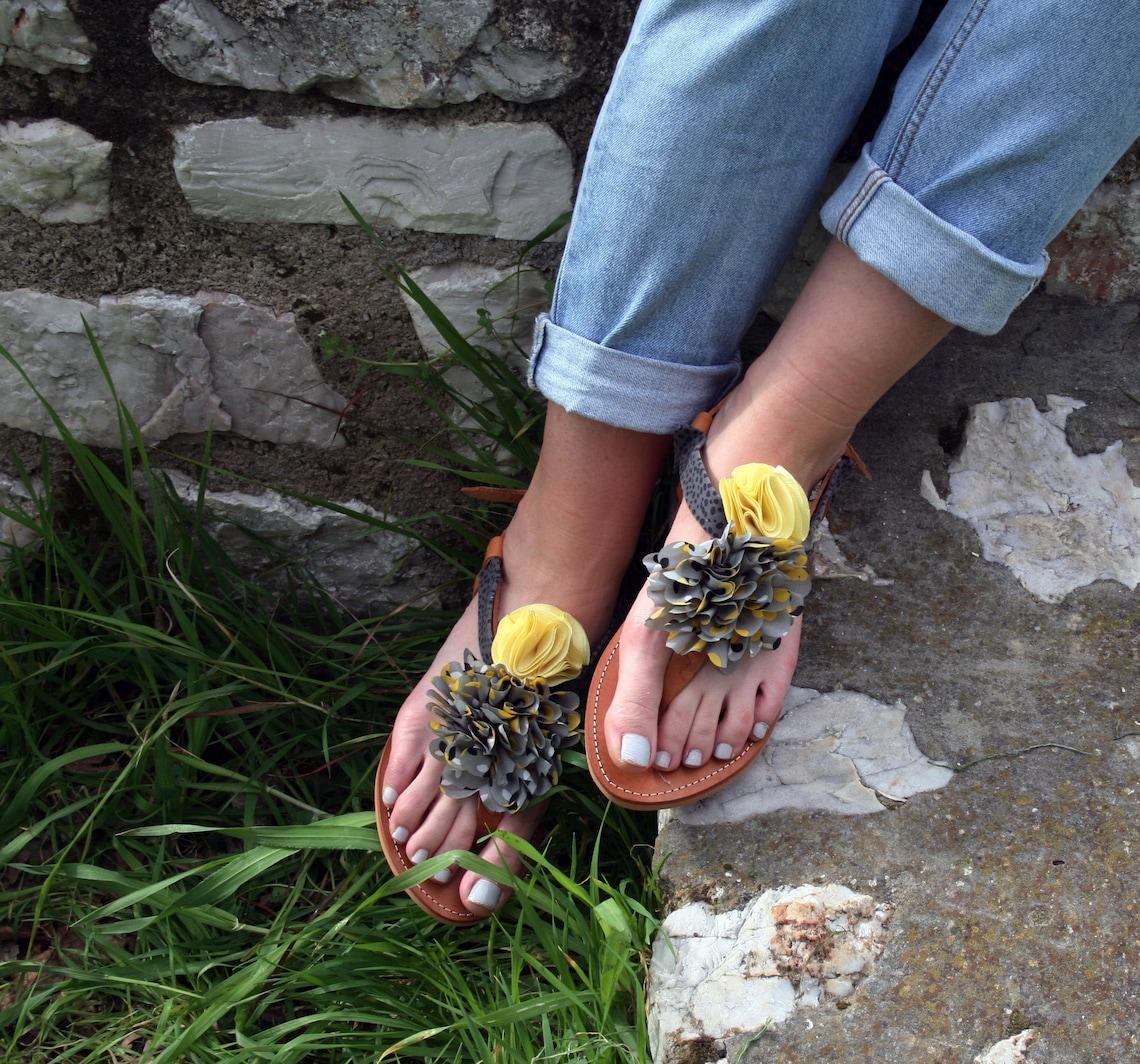 Sandali da donna, Sandali in pelle fatti a mano, sandali per la spiaggia, pizzo sandalo piatto, fiori gialli, sandali di summer Beach - Scarpe alla moda MJhKPUk8 kwzrzm vYTcC3