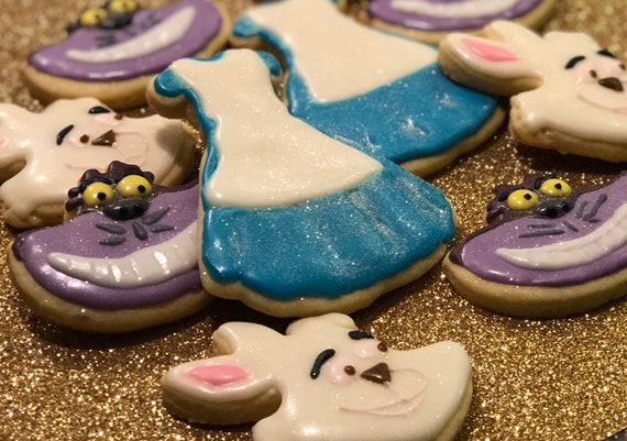 Alice in Wonderland inspired cookies