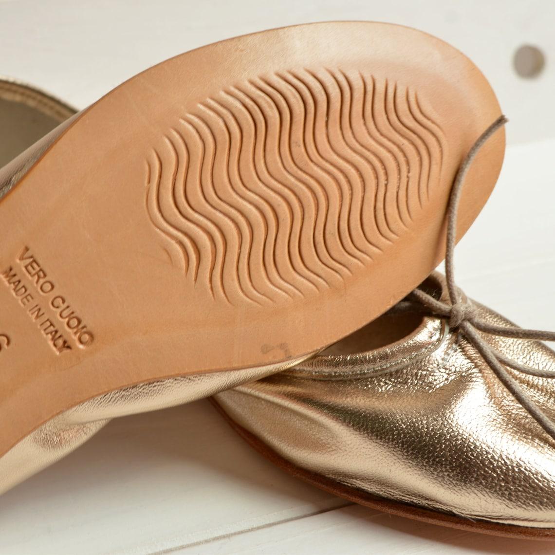 SUPER SOFT! Ballerine in pelle, laminata oro chiaro. Scarpe donna eleganti. Realizzate in Italia con materiali naturali. Flat gold ballerina - Scarpe alla moda 1MbpZcte GEg4Re RqBpev