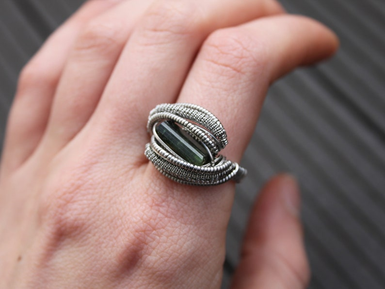 Raw Green Tourmaline Tourmaline Ring Wire Wrapped Ring Celtic Ring Size 7,5-8 US 56-57 FR Elven Ring Stainless Steel Ring