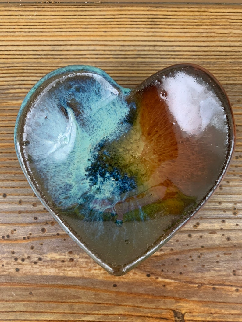 Free shipping Small ceramic heart shaped trinketringjewelry dish