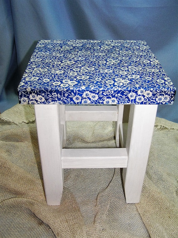 Small Blue Flowers Wooden Step Stool For Bedroom, Scandinavian Handmade  Furniture For Bathroom, Laundry Room Decor, Time Out Foot Stool