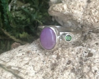 dim 7 8 inch wide Size 8 Peridot Sterling Silver Ring Amethyst code 28-sie-20-40 weight 8.00g