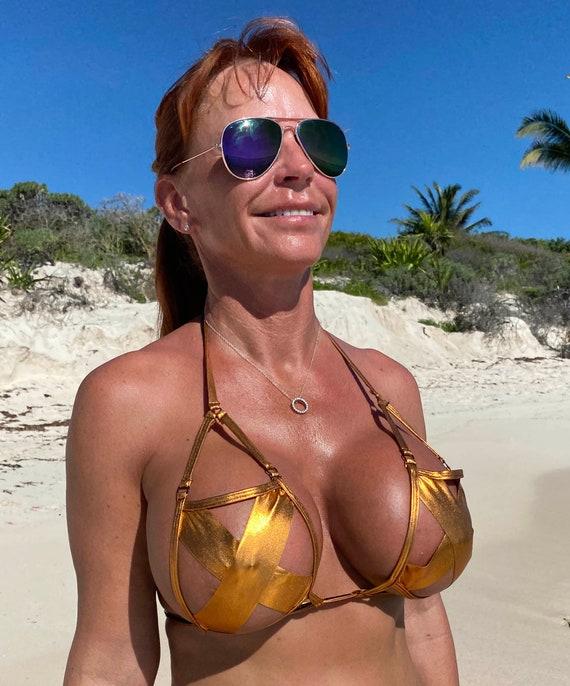 Watch her strip and masturbate