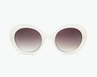 4690e65ae28 1960 s Oversized Vintage Sunglasses for Women