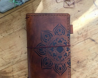Leather Travelers Notebook with Pockets, Travelers Journal, Handmade Travelers Notebook, Bullet Journal, Personalized Leather, TN, Mandala