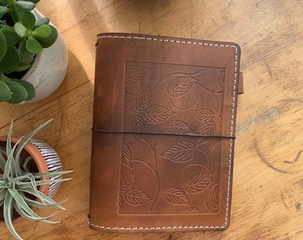 Leather Travelers Notebook with Pockets, Travelers Journal, Handmade Travelers Notebook, Bullet Journal, Travelers Notebook, Custom