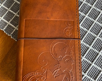 Leather Travelers Notebook with Pockets, Travelers Journal, Handmade Travelers Notebook, Bullet Journal, Travelers Notebook, TN, Mandala