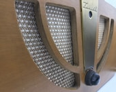 Eames plywood Zenith radio by Evans Products from the 1940s - Model 6D030W