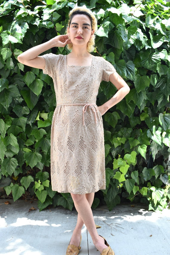 Mad Men Dress/1950's Embroidered Dress/1950's Wigg