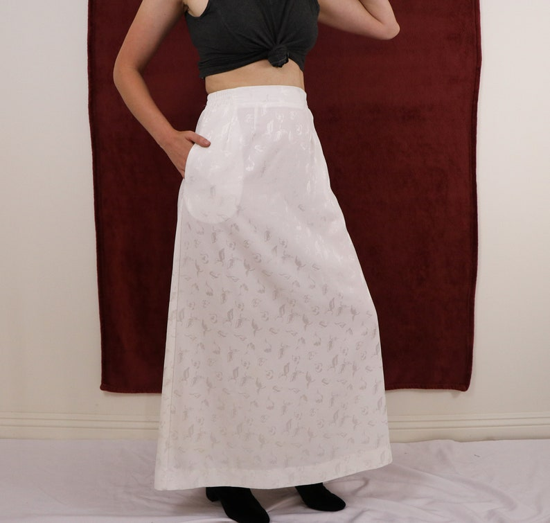 White Skirt Flowey Skirt 1980/'s Eighties Long Skirt Maxi Skirt Nature Print Leaf Print Medium Small