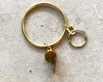 3.5 INCH GOLD METAL JAILERS PRISON GUARD RING NOVELTY KEYRING KEYCHAIN WHISTLE