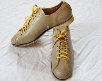 48f499b44a1422 Vintage bowling shoes with zipper case ladies 10