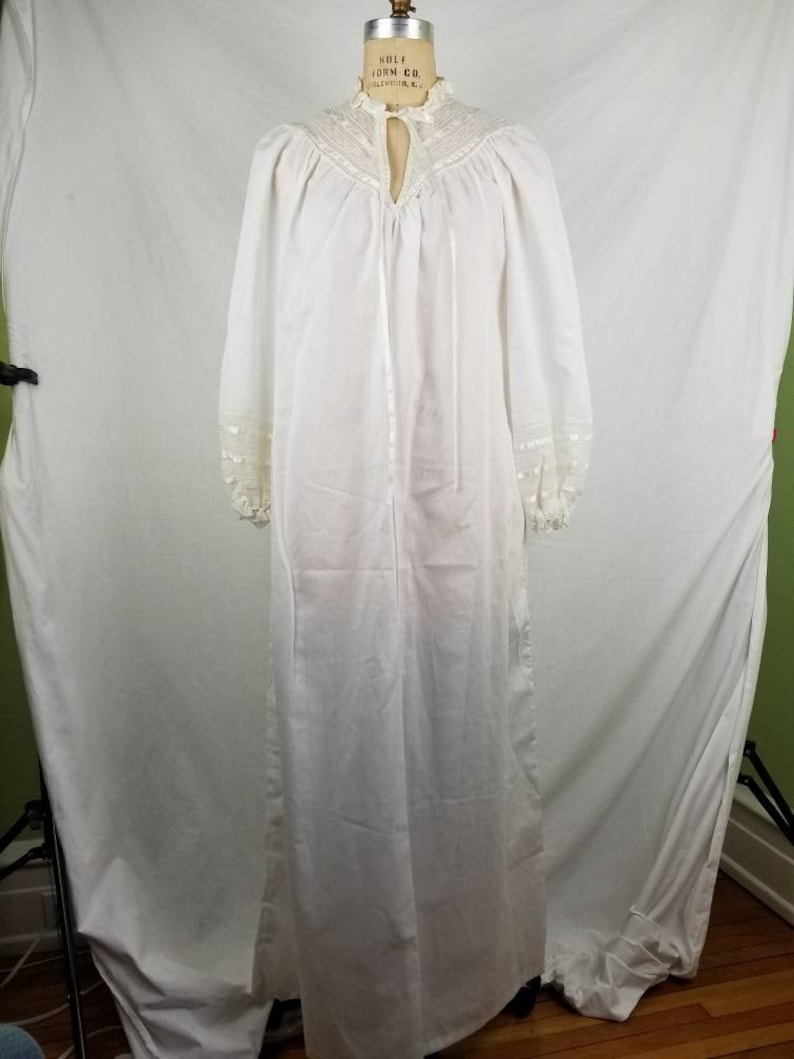 Victorian style medium White nightgown lace