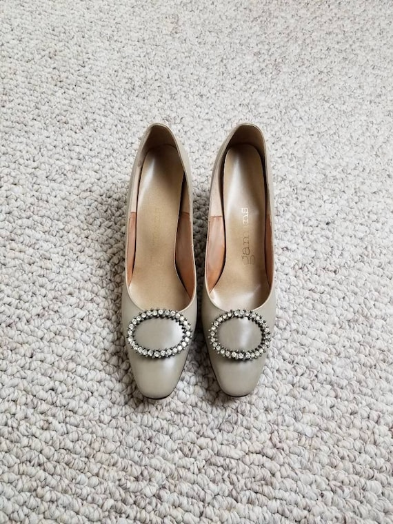 10 pumps, 50s 60s heels taupe