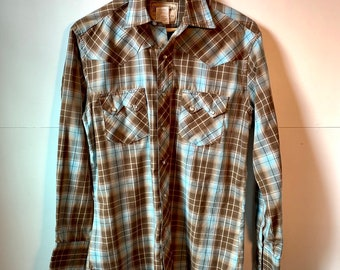 bf276c32 Wrangler western snapfront with sawtooth pocket flaps, Medium classic plaid  with white pearl snaps.