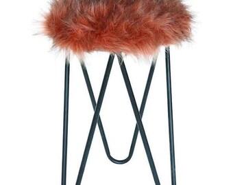 Pink fur stool, round