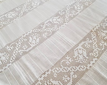 Old yarn tablecloth. Vintage lace and cotton tablecloth. Ancient tablecloth. Rustic tablecloth. Shabby chic decor. Old table path