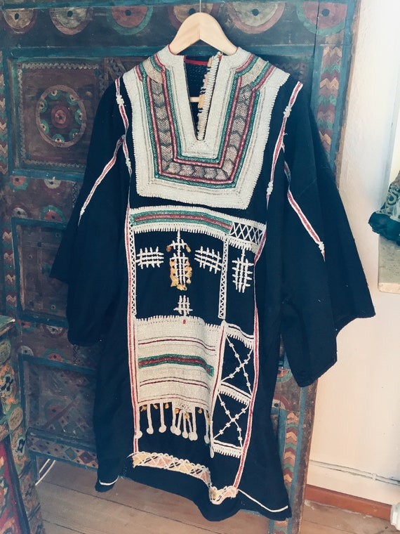 Vintage beautiful Yemeni Bedouin dress nomad ethni