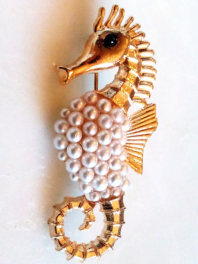 PEARL SEAHORSE BROOCH PinAccessory French Jet Elegant Gold Tone Setting. Gorgeous Figural Sealife Fabulous White Fantasy Pearls Ocean