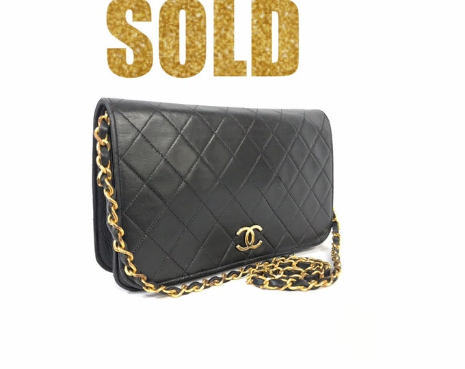 ae2f5c4800ce50 Classic Vintage CHANEL Quilted Matelasse Full Flap CC Logo Black Leather  Cross Body Bag