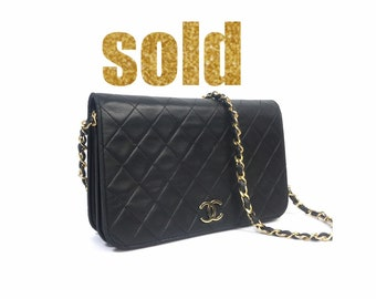 f1ed8be8d70d Classic Vintage CHANEL Quilted Matelasse Full Flap CC Logo Black Leather  Cross Body Bag