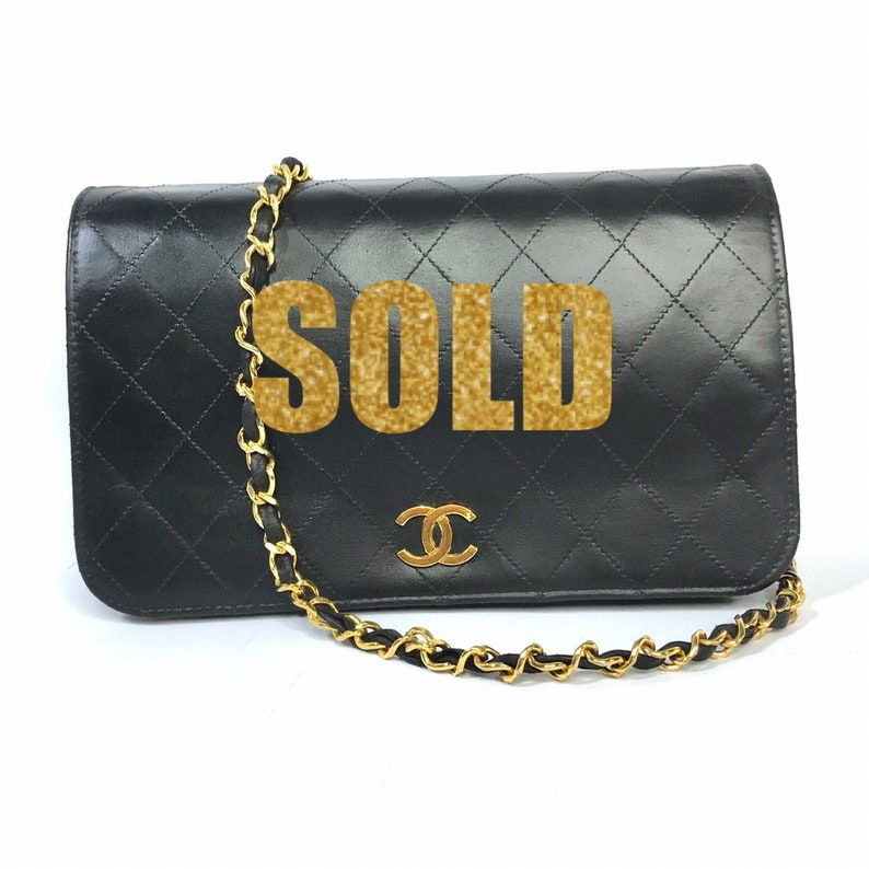fe682dc041e1d Classic Vintage CHANEL Quilted Matelasse Full Flap CC Logo