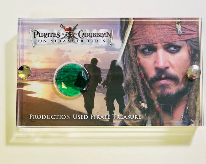 Medium Display - Pirates of The Caribbean – On Stranger Tides Deck Treasure