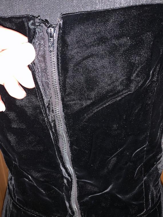 1950s Velvet Little Black Dress - image 5
