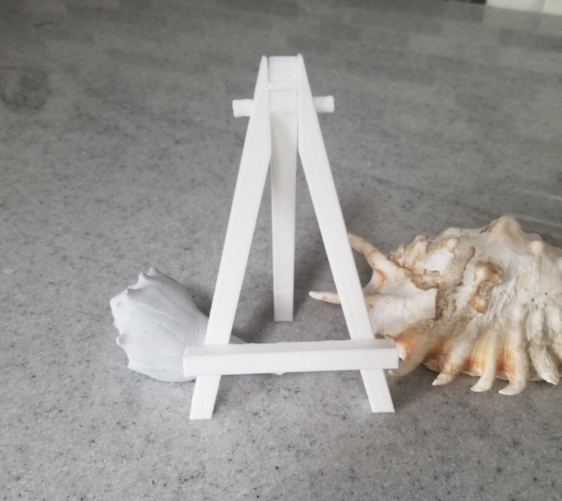 Small 3D Printed Easel image 0