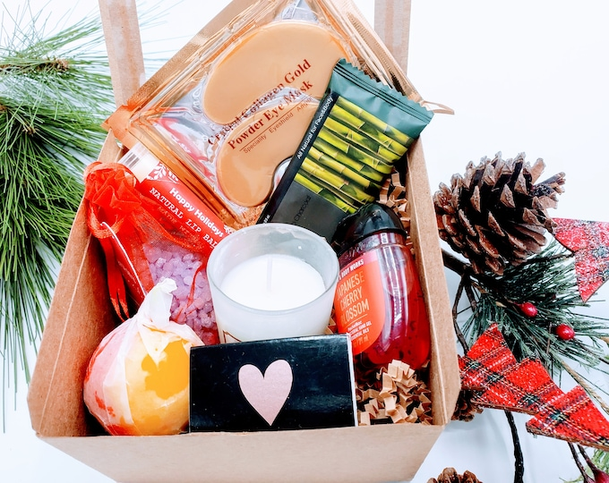 Christmas Mini Gift Box for Women, Personalized Spa Gift Set, Christmas Gift for Teacher or a Colleague, Spa Gift Box - CSB5