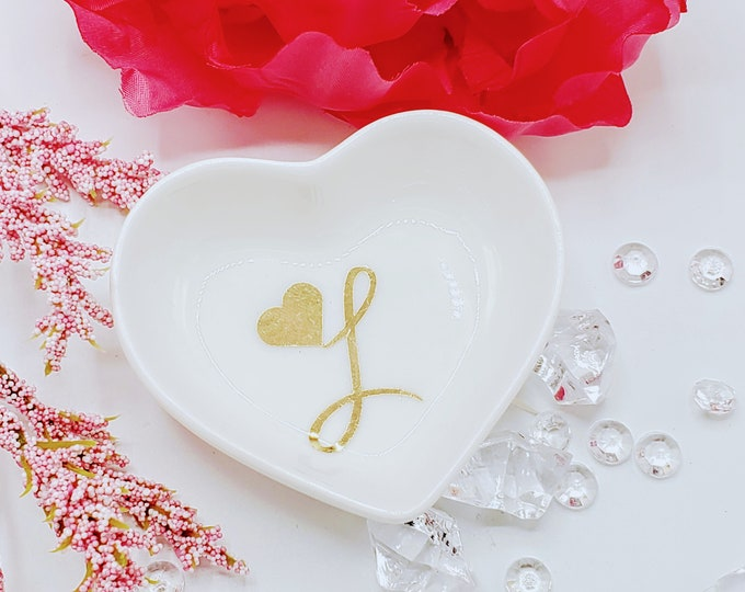 Initial heart shaped ring dish, personalized,  bridal party gift, wedding ring dish, bride gift, engagement gift, bridesmaid gift - RD3301