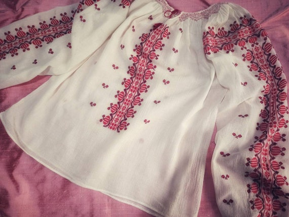 ROMANIAN Handembroidered Blouse ~ Vintage Needlepo