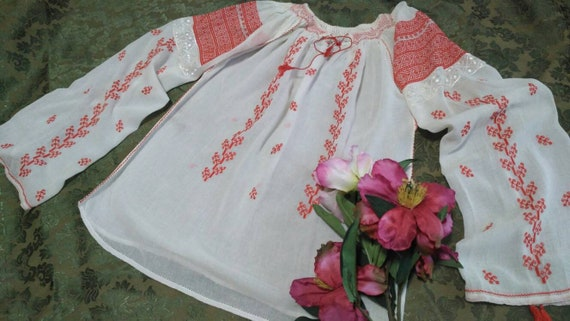 BEAUTIFUL!! Romanian Vintage Blouse Handembroidere