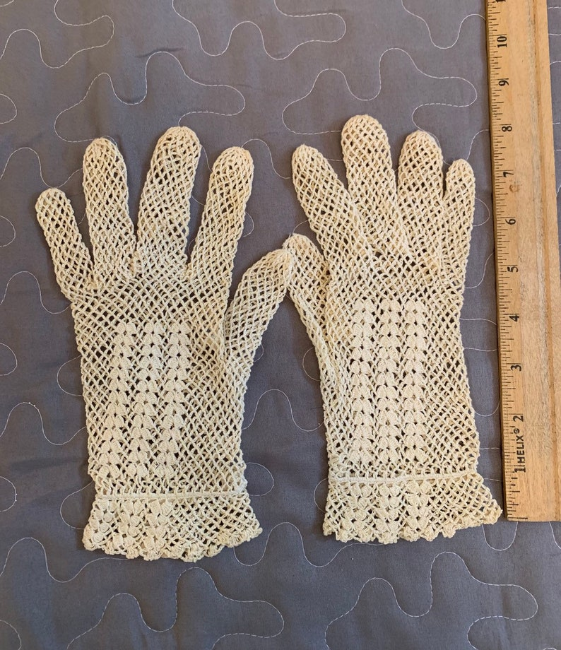 1960 Crochet Gloves