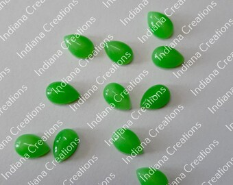 Natural Parrot Jade Oval Cabochon  5x7mm To 18x25mm Loose Gemstone 5x7 mm 6x8mm 7x9mm 8x10mm 10x12mm 10x14mm 12x16mm  16x22mm 18x25mm