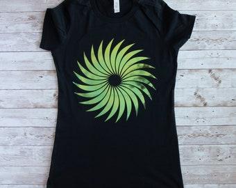 T-Shirt mit einem  Kreis-Motiv, schwarzes Damen T-Shirt, T-Shirt für Damen in schwarz mit einem Kreis