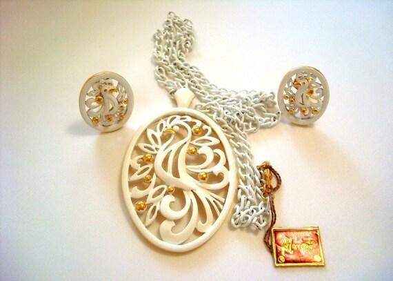 Monet Pendant, Clip-Back Earrings set, White Ename