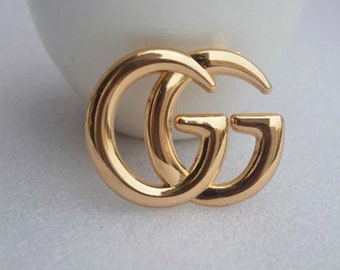 eff6f241f1e Two colour fashion exquisite double G hollow brooch letter pin