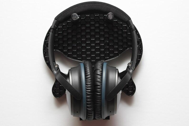 Honeycomb Pattern Skull Wall Mounted Headphone Holder  image 0