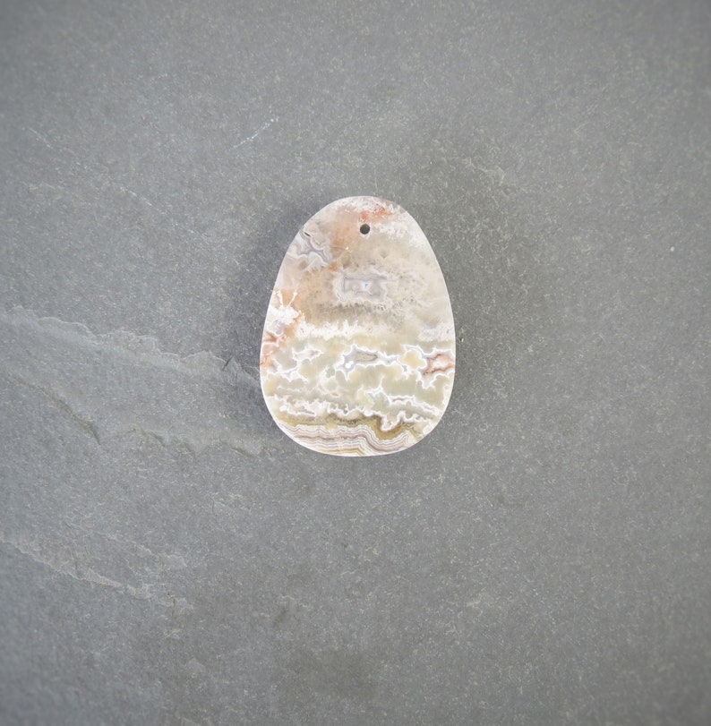 pendant gray 40 x 30 x 7 mm Mexican Crazy Lace Agate natural healing gemstone druzy 1 piece white