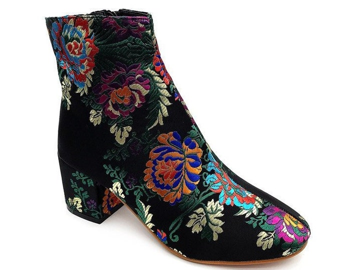 Women's Asian-style Floral-embroidered Cloth Overlaid Chunky High-heeled Zippered Ankle Boots