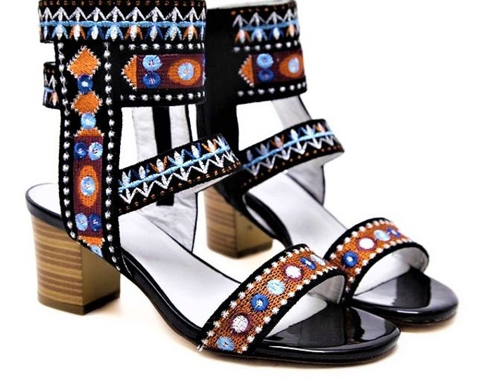 Geometric-embroidered Ankle-wrapping Stack-heeled Gladiator Pumps/Roman Sandals