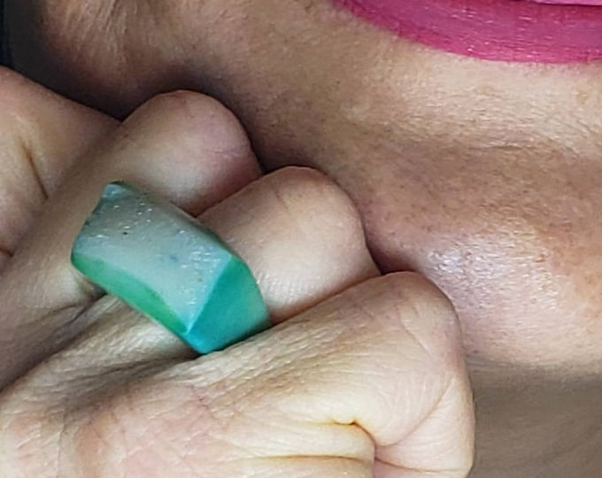 Druzy rings are stunning and one-of-a-kind, with no two crystals alike. Caribbean colors in a green Druzy Quartz Ring, size 6