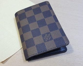 Titulaire de la carte à la main, LV titulaire de la carte, à la main, Louis  Vuitton, portefeuille en cuir, carte de visite, mini porte monnaie,  affaires, ... 5d981bdcb5a