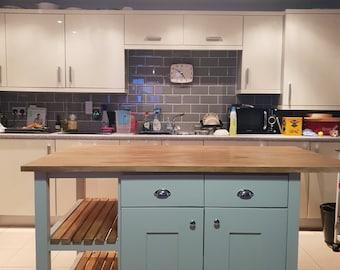 open shelves kitchen island (The Cheltenham)