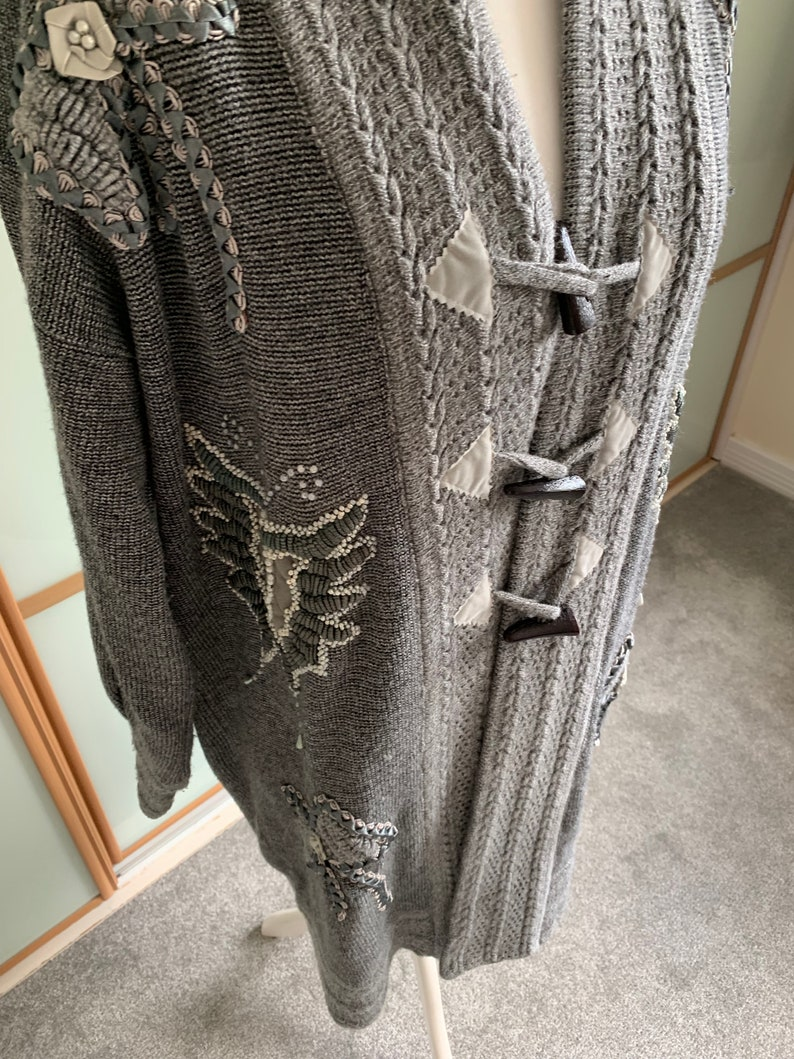 Vintage 80/'s90/'s long knitted jacket with toggle button fastening