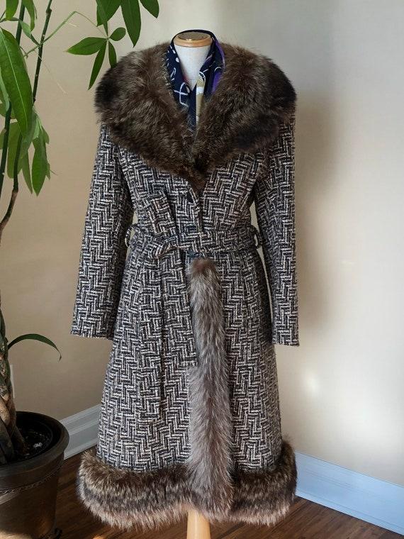 Vintage 1950s tweed wool coat with fur collar and