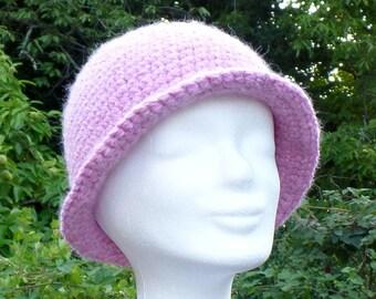 Elegant and warm hat in alpaca wool, crocheted, pink