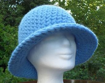 Chic and warm beanie or hat in alpaca merino wool, crocheted, blue